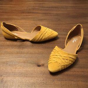 Crown Vintage ROALIA Flat. Women's size 6M.